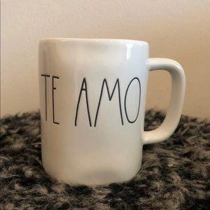 Brand new Rae Dunn Te Amo Spanish mug